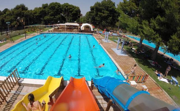 Las 7 piscinas municipales de valencia las provincias for Piscinas leon valencia don juan