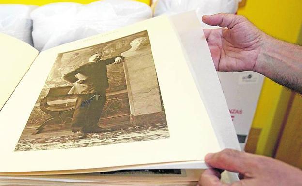 Fundación Blasco Ibáñez. Custodia fotografías, cartas y manuscritos poco conocidos y menos estudiados. Su sede está en Burjassot.