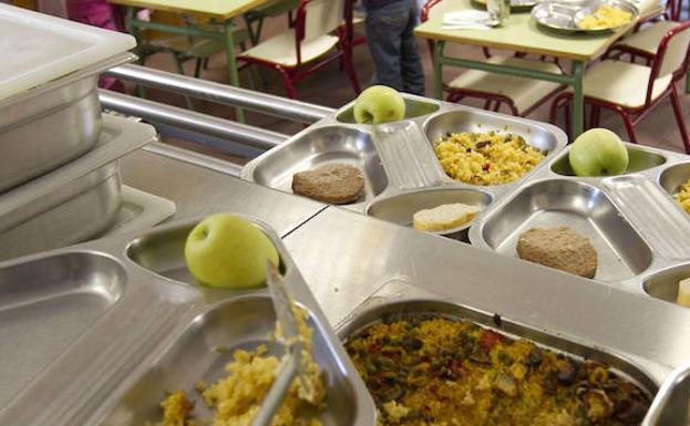 Aparecen gusanos en el menú escolar de un colegio valenciano | Las ...