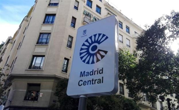 Cartel que avisa del acceso a Madrid Central.