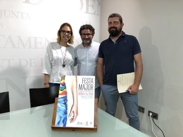 El concejal de Fiestas de Dénia, Óscar Mengual, y su equipo, Noemí Amorós y Gabi Mut. / R. G.