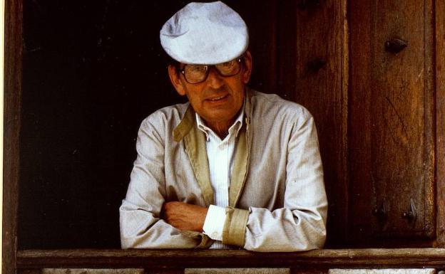 Miguel Delibes en Sedano, en una imagen para 'Trilogía del campo'.