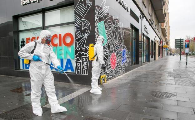 El Ejército se despliega por primera vez en Cataluña para desinfectar infraestructuras críticas