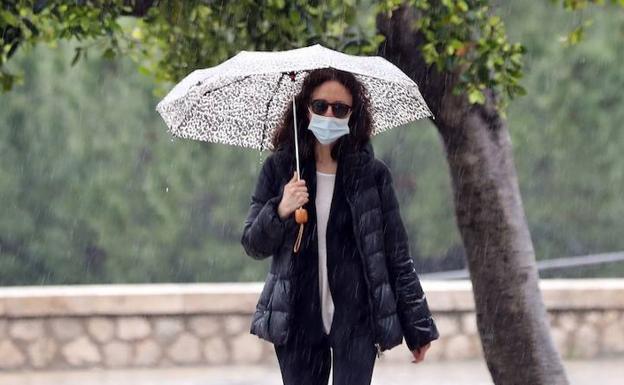 ¿Puede la lluvia vencer al coronavirus?
