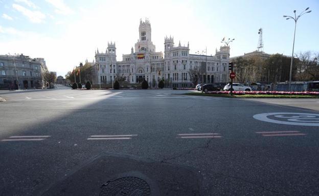 Cibeles. Por la plaza madrileña solo circula el transporte público.