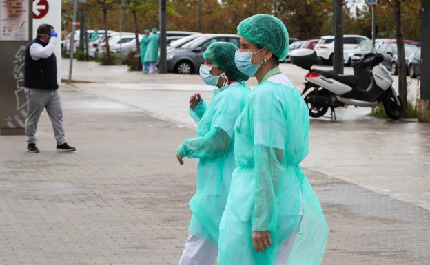 Los médicos valencianos se rebelan por el retraso de las medidas anticontagio y la falta de material