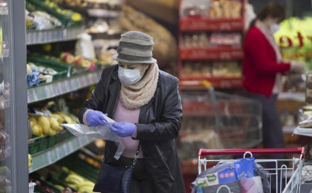 La Guardia Civil publica el listado de alimentos básicos que justifican ir al supermercado
