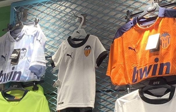 La camiseta del Valencia, a la venta antes de su presentación