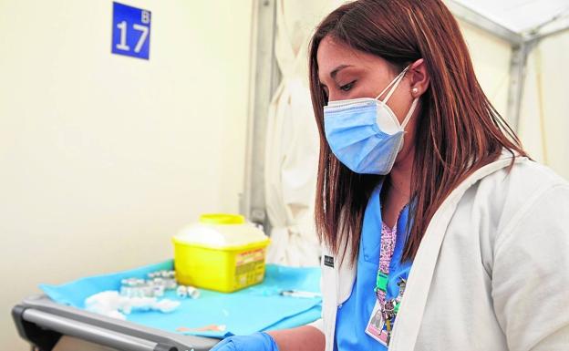La paralización de AstraZeneca deja en el aire la vacunación masiva en la Comunitat