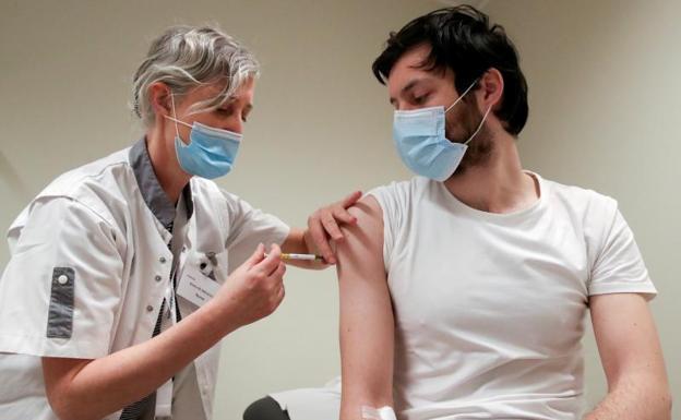 Calendario de vacunación Covid: ¿Cuándo se vacunarán los jóvenes? | Las  Provincias