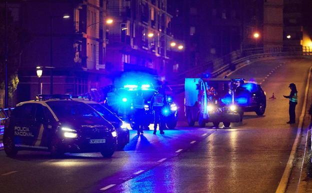 Control policial nocturno por el toque de queda./IVÁN ARLANDIS