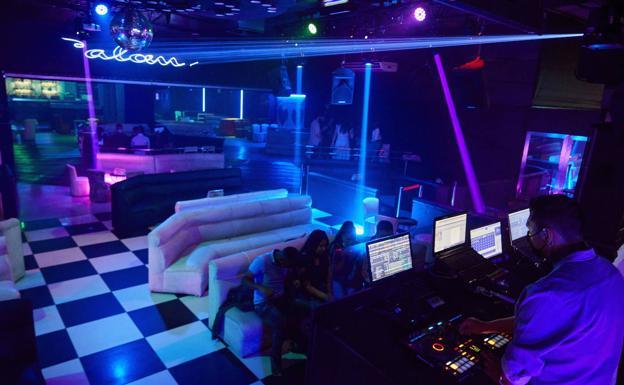 Sanidad aclara qué se puede hacer en las discotecas y limita el acceso a cines y teatros